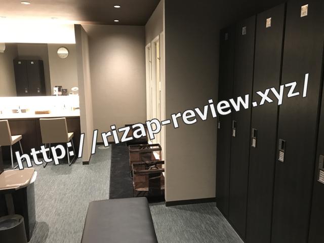 ライザップ柏店男子ロッカー室