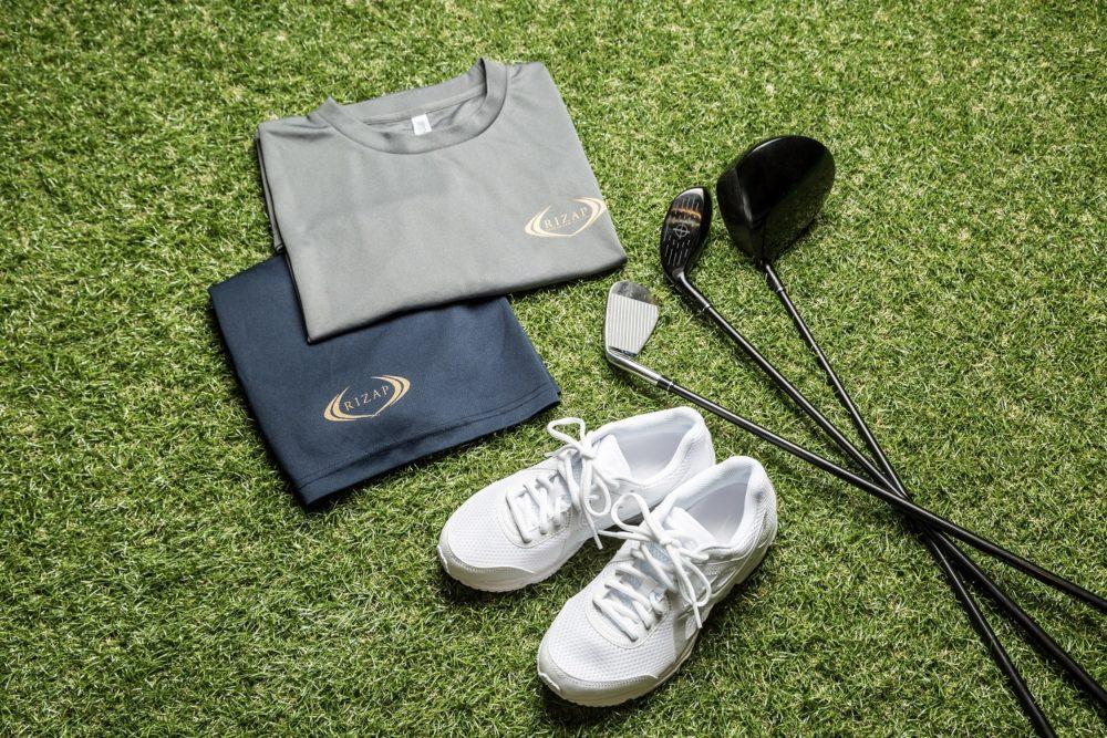 ライザップゴルフは、クラブ、シューズ、ウェアを無料レンタル